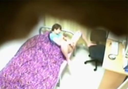 【 盗撮動画 】自部屋でJSの妹が覚えたばかりのオナニーしてたので隠し撮り…指マンでおまんこを弄り絶頂!!!