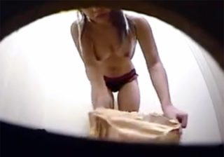 【 隠撮動画 】スタイル抜群のデカパイ美人お姉さんが試着室で下着を試してる様子を従業員が隠しカメラで撮影!!!