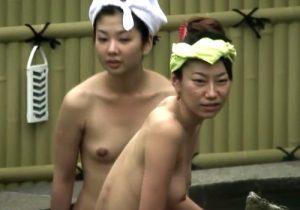 【 盗撮動画 】露天風呂でくつろいでる色白美肌でスタイル抜群の素人女子大生たちの裸体に勃起不可避www