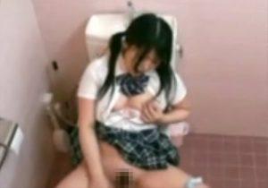 【 盗撮動画 】性欲が盛んな制服美少女JKが学校のトイレで摩擦しながらオナニーしてる姿を隠し撮り!!!