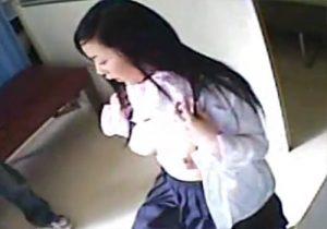 【 盗撮動画 】変態医師が健康診断で可愛いJKの発育中おっぱいを隠しカメラで撮影してるwww
