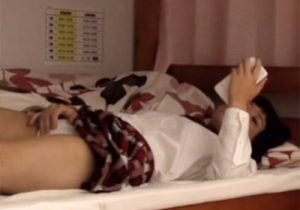 【 盗撮動画 】性に目覚めた女子校生の妹が自部屋でスマホ見ながらオナニーしてるのを変態兄が隠し撮りwww