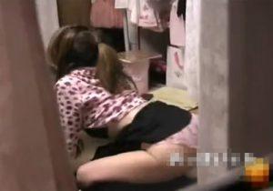 【 隠撮動画 】性欲を持て余してる素人ギャルがクッションに跨りオナニーしてる姿をベランダから隠し撮り!!!