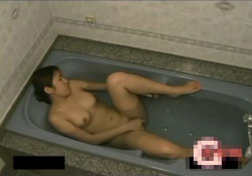 【盗撮動画】家庭内で隠し撮りされた巨乳女子大生のオナニー映像が流出!!!※変態弟が撮影
