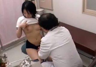 【 盗撮動画 】健康診断でブルマ姿のJK美少女に悪戯する悪徳医師が一部始終を隠しカメラで撮影した問題映像!!!
