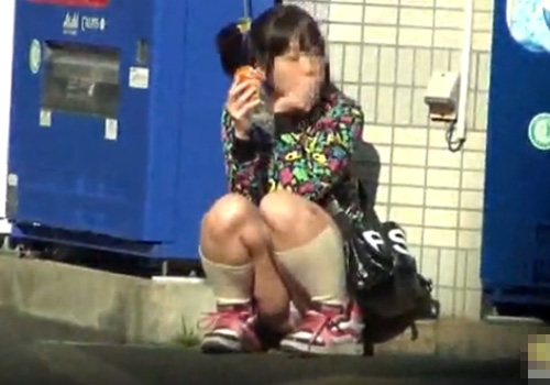 【 盗撮動画 】コレはヤバイwww街中で私服や制服のJC達のスカート内のパンツを接写隠し撮り!!!