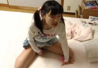【 盗撮動画 】JCの可愛い娘がローターでおまんこを弄ってオナニーしてる様子を父親が隠し撮りwww