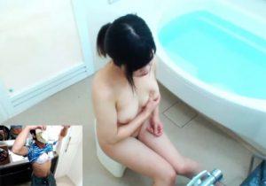 【 盗撮動画 】JKの妹がお風呂でオナニーする様子を隠し撮りしながら下着を着用してる変態兄貴www