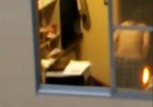 【 盗撮動画 】窓開けて向かいマンションを見たら素人の綺麗なお姉さんが着替えていた件www