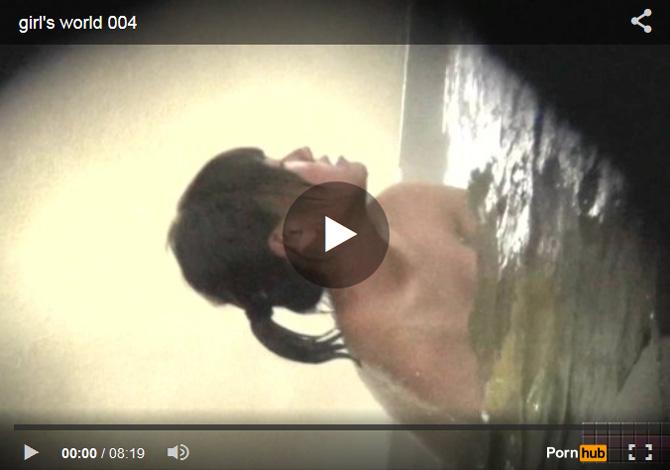 【 無修正盗撮動画 】銭湯で幼児体型の発育著しいJS少女を隠し撮り…僅かに生えてる陰毛がエロいwww