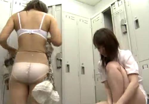 【 隠撮動画 】会社の更衣室でしか見せない美人OLたちの普段の様子をまるで覗き見るように観察www