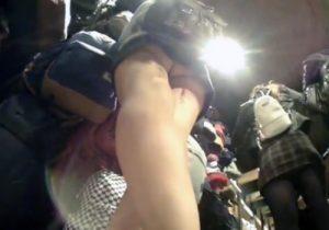 【 隠撮動画 】海外で買い物中の外国人美女の股間を逆さ撮りしてパンツを覗き見www