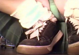 【 盗撮動画 】買い物中にしゃがみ込むマジ可愛い制服JKのスカートの中を小型カメラで接写パンチラ映像!!!