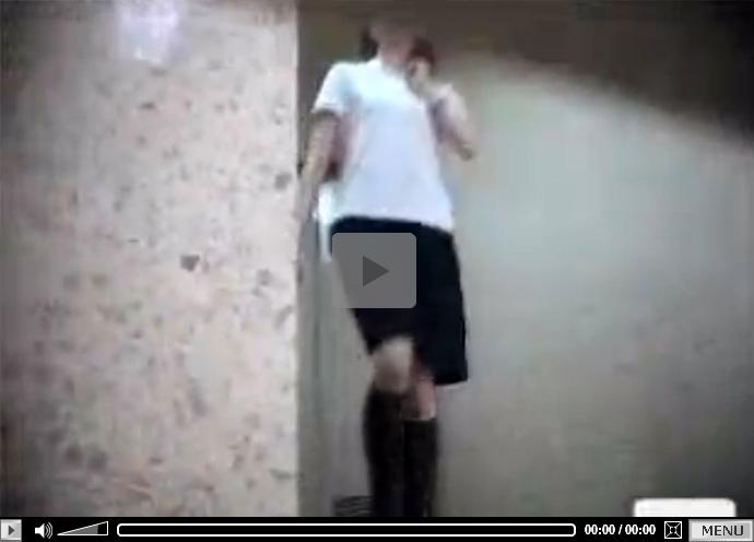 【 無修正盗撮動画 】看護師になる為に専門学校に通う10代の女子学生たちの放尿行為を前方からカメラ撮影!!!