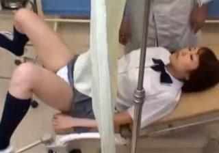 【 盗撮動画 】生理不順で体調が悪い女子校生が産婦人科を訪れると悪徳医師に中出しされたwww