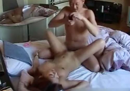 【 無修正盗撮動画 】40代の既婚者と20代の素人ギャルがラブホテルで不倫セックスしてる様子を隠し撮りwww