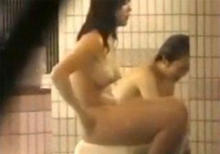 【 盗撮動画 】プルンプルンの巨乳が弾けてる女子大生たちを旅館スタッフが撮影した映像流出www