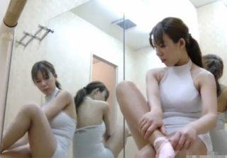 【 盗撮動画 】バレエ教室に通う素人爆乳お姉さんがレオタードから私服に着替える様子を覗き見www