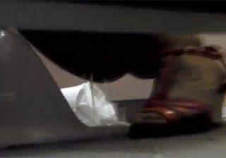 【 盗撮動画 】花火大会場の公衆便所に忍び込み素人浴衣ギャル達のおしっこを隠し撮りwww