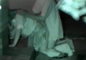 【 無修正盗撮動画 】夜中の公園で野外セックスする学生カップルを赤外線カメラで個人撮影www