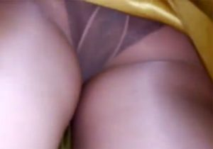 【パンチラ逆さ撮り隠撮動画】駅構内で美女を尾行しながらスカートを捲り小型カメラでムレムレ下着を激撮www