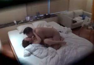 【セックス盗撮動画】素人不倫カップルがラブホで性行為してる現場の一部始終を隠しカメラが捉えた!!!