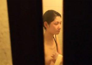 【家庭内盗撮動画】ゲスな兄貴の犯行…幼児体型の妹のお風呂と着替えをこっそり撮影www