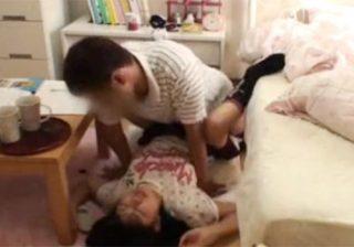 【セックス盗撮動画】母親の厳しい監視の目を盗み、教え子のJC少女とエッチするロリコン家庭教師www