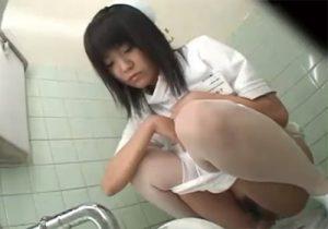 【ナース盗撮動画】病院内の和式トイレで看護師たちの放尿姿を隠し撮りwww