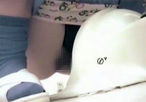 【無修正隠撮動画】体操服の女子校生が学校トイレでナプキン交換とオシッコする所を覗き見www