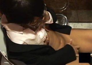 【オナニー隠撮動画】郵便局のトイレで眼鏡美人OLが一人エッチで股間を激しく擦り上げるwww