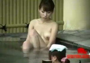 【露天風呂盗撮動画】モデル体型の素人美女お姉さんのスタイル良い美ボディを隠し撮りwww