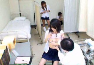 【学校盗撮動画】名門女子校の身体測定でJKたちがスケベ医師による猥褻診察を受けるwww
