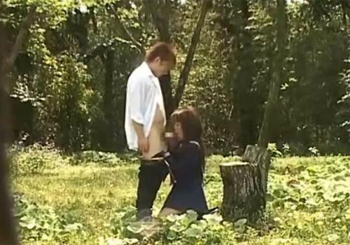 【青姦盗撮動画】公園の茂みに制服JKカップルが居たので覗いてるとフェラチオ始めたwww
