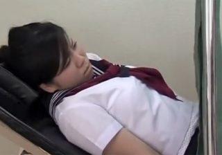 【産婦人科隠撮動画】変態ドクターの餌食になる女子校生…猥褻な診察を行為を繰り返し中出し!