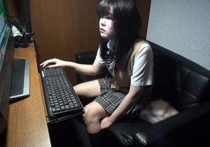 【JKオナニー盗撮動画】ネットカフェで真面目っぽい女子校生が個室で乱れる豹変っぷりは興奮www