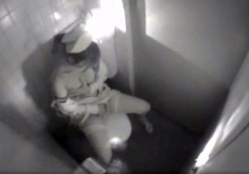 【ナース盗撮動画】院内女子トイレで美人看護師のオナニータイムを隠し小型カメラが捉えたwww