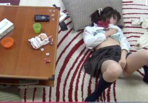 【オナニー盗撮動画】女子校生の少女達が部屋でオマンコを弄って愛液を垂れ流してる様子を盗み撮りwww