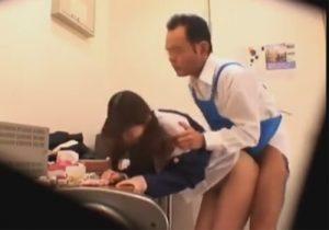 【万引き隠撮動画】変態店長が女子校生を弄び犯し続ける…完全に性処理玩具と化しているwww