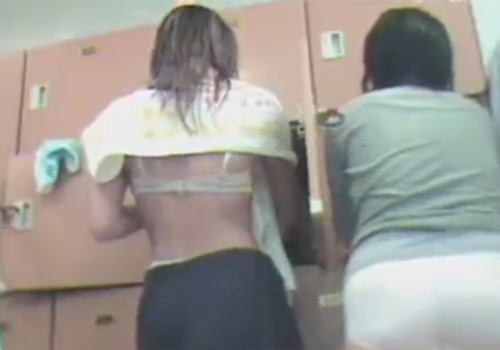 【脱衣所盗撮動画】銭湯のロッカールームで着替える素人女子を固定カメラで撮影www