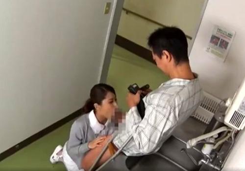 【病院盗撮動画】風俗で働いた美人ナースを脅す男性患者…スマホで撮影しながらフェラさせるwww