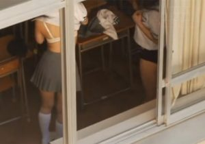 【JK学校盗撮動画】教室で制服からブルマに着替える様子が窓から丸見えだったので隠し撮りwww