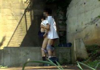 【青姦盗撮動画】帰宅途中に美少女JKが彼氏と欲情した時に本能まま野外セックスwww