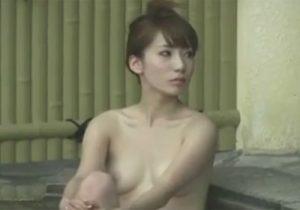【露天風呂盗撮動画】モデル顔負けの素人美人女性を発見…オッパイもキレイで文句なしwww