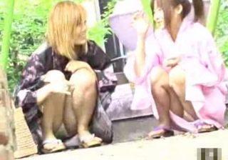 【浴衣パンチラ盗撮動画】いつもとは勝手が違う和服の為にパンツが見えまくる今時の女子を隠し撮りwww