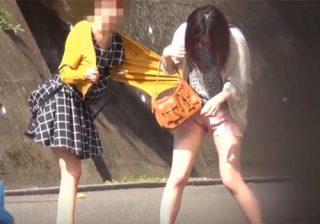 【オシッコ盗撮動画】公衆トイレが使用中で利用できずソワソワするお姉さんが着衣のまま路上でお漏らしwww