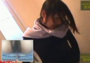 【トイレオナニー盗撮動画】おまんこにウォッシュレットを当てて水圧で感じてる変態女性www