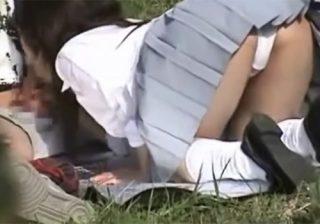 【野外フェラチオ隠撮動画】女子校生のフェラテク事情をこっそり撮影…彼氏の肉棒を一生懸命頬張ってるwww