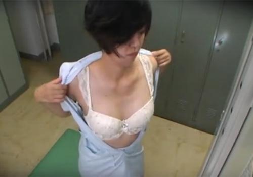 【病院更衣室盗撮動画】現役ナース達の着替えがバッチリ映る…下着とパンストがイヤらしいwww