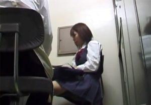 【JK万引き盗撮動画】猥褻店長の命令で制服を脱ぎ、涙を流しながら体を許す巨乳女子校生www